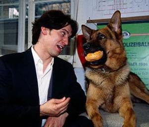Richard Moser (Tobias Moretti) y Rex (Santo Von Haus)